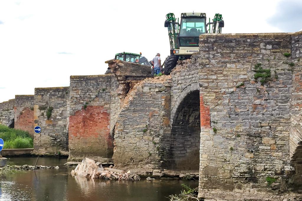 Photo showing damage to Bidford Bridge in Warwickshire.