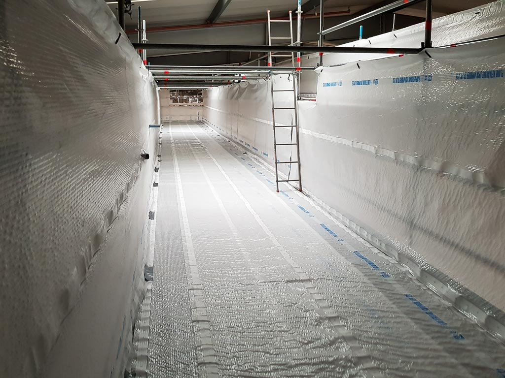 Fully sheeted scaffolding in a food and drink factory